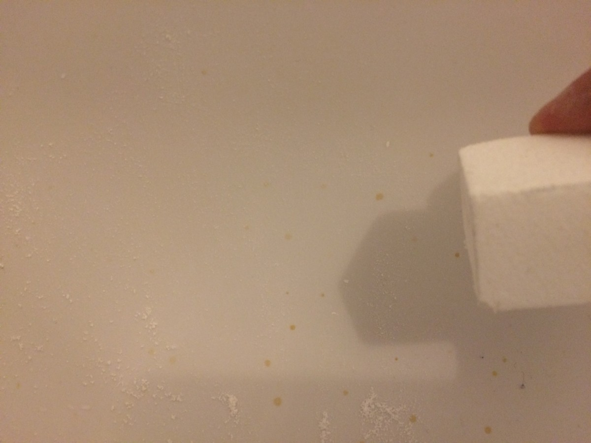 After: the nail file block has erased the essential oil stains on the fibreglass bathtub