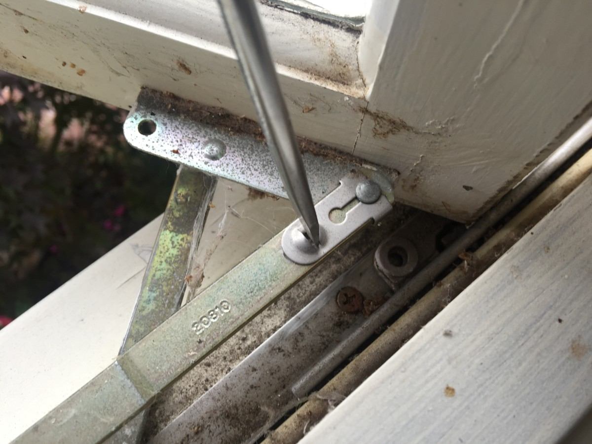 Unhooking the Arms of a Window Crank