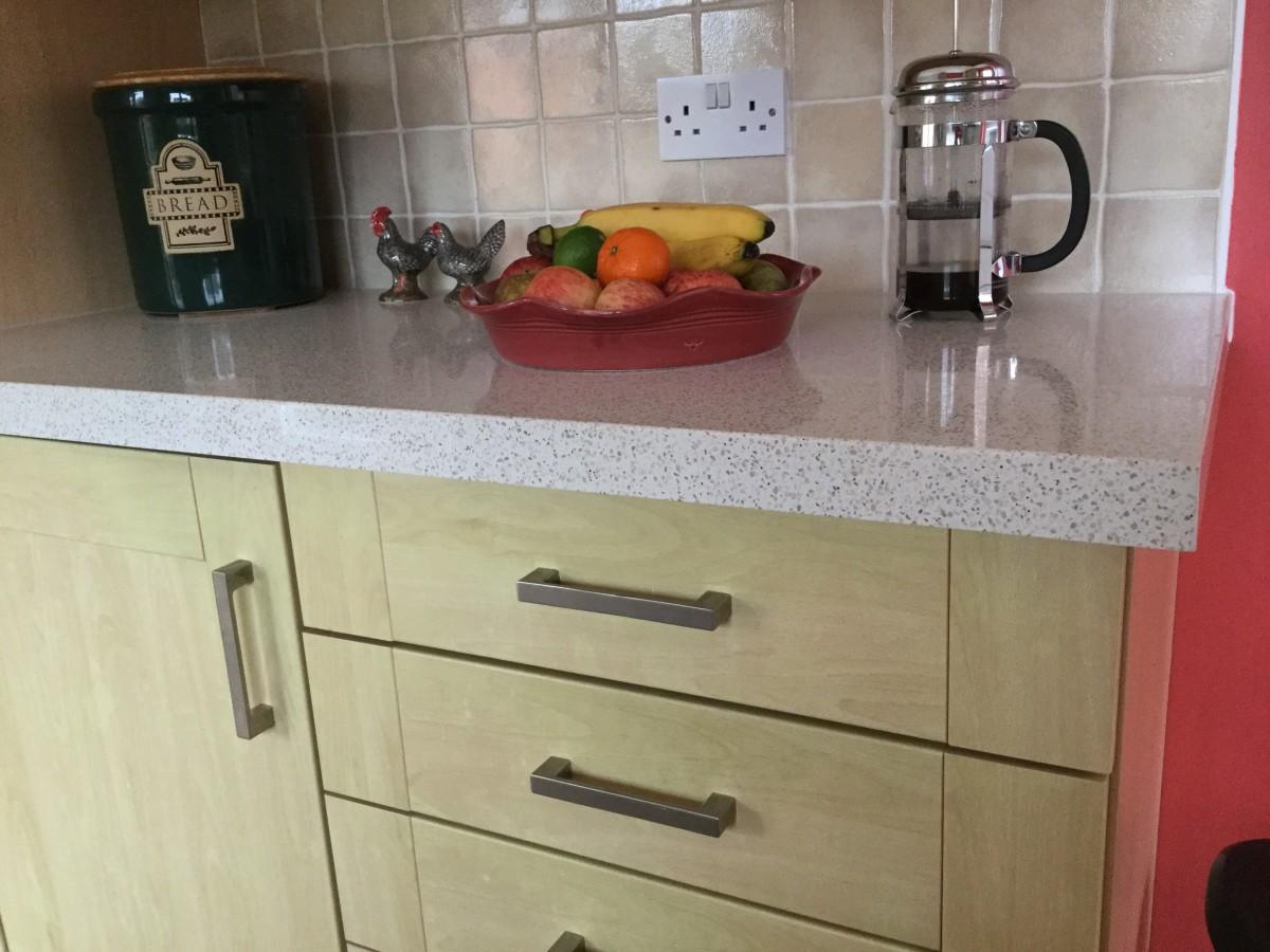 Quartz Worktop Overlays Review: A Quick Kitchen Improvement