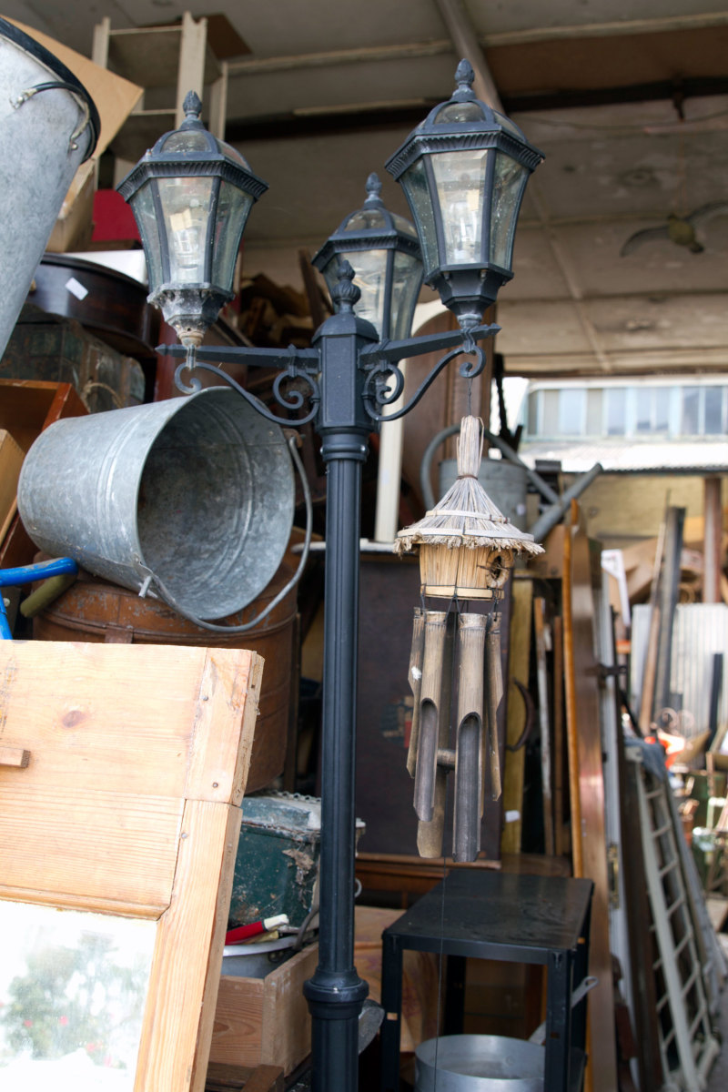 Entrance to the Antique Emporium in Margate where we spotted the streetlamp.
