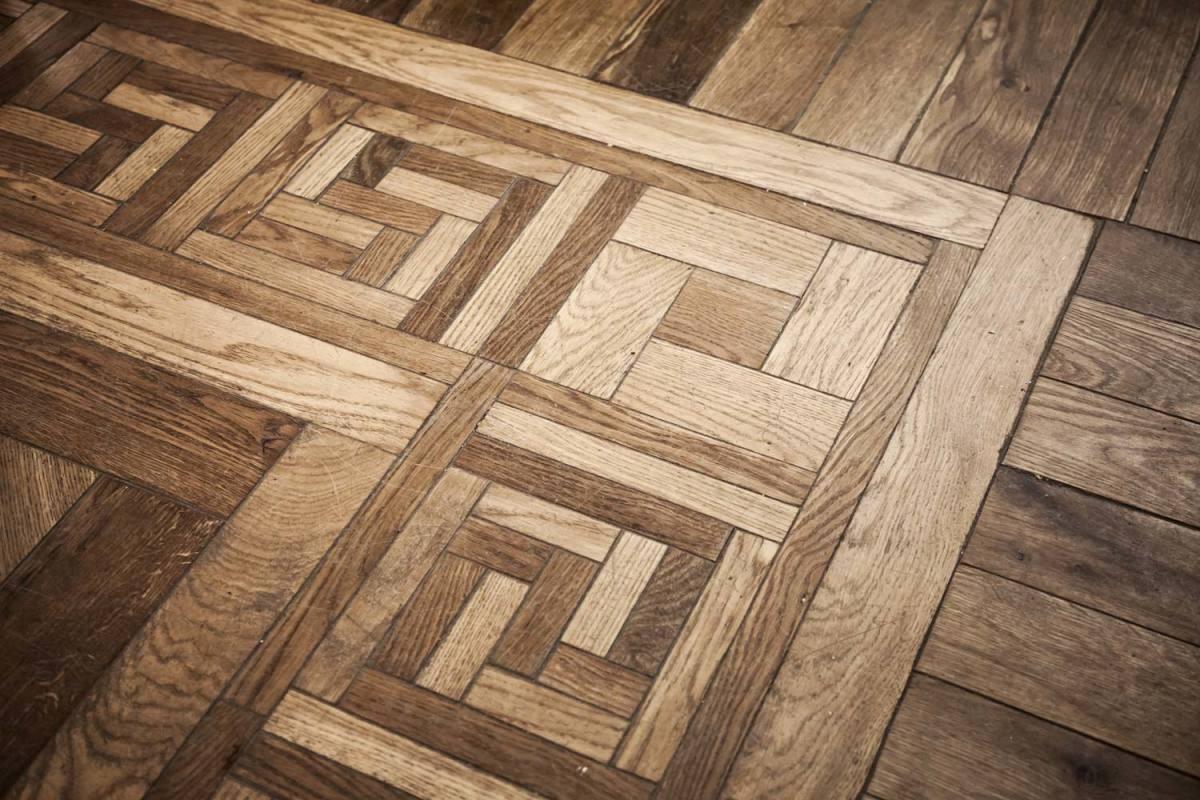 pattern of oak parquet flooring
