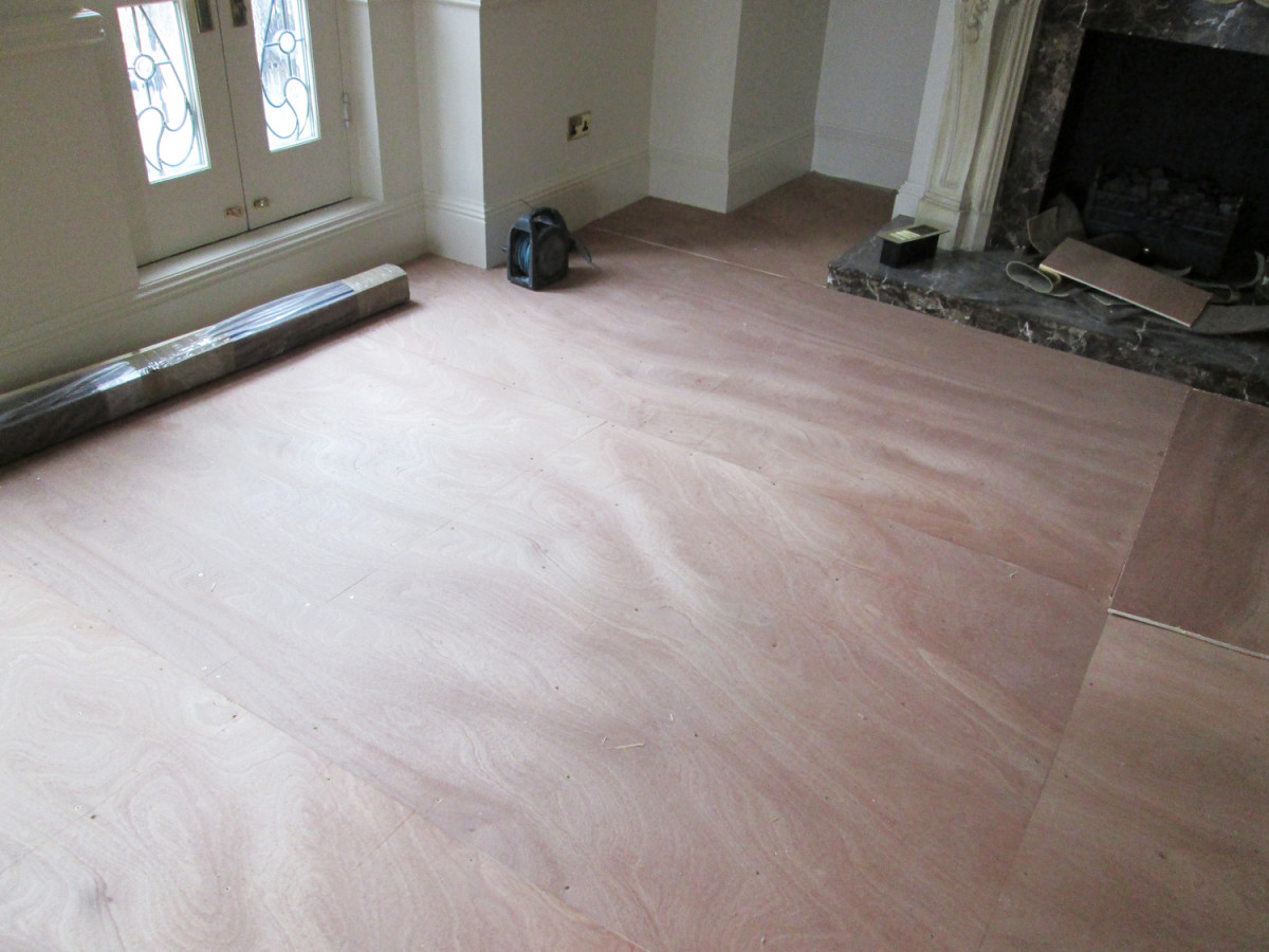 Preparation of the area for the installation of parquet - laying down ply wood