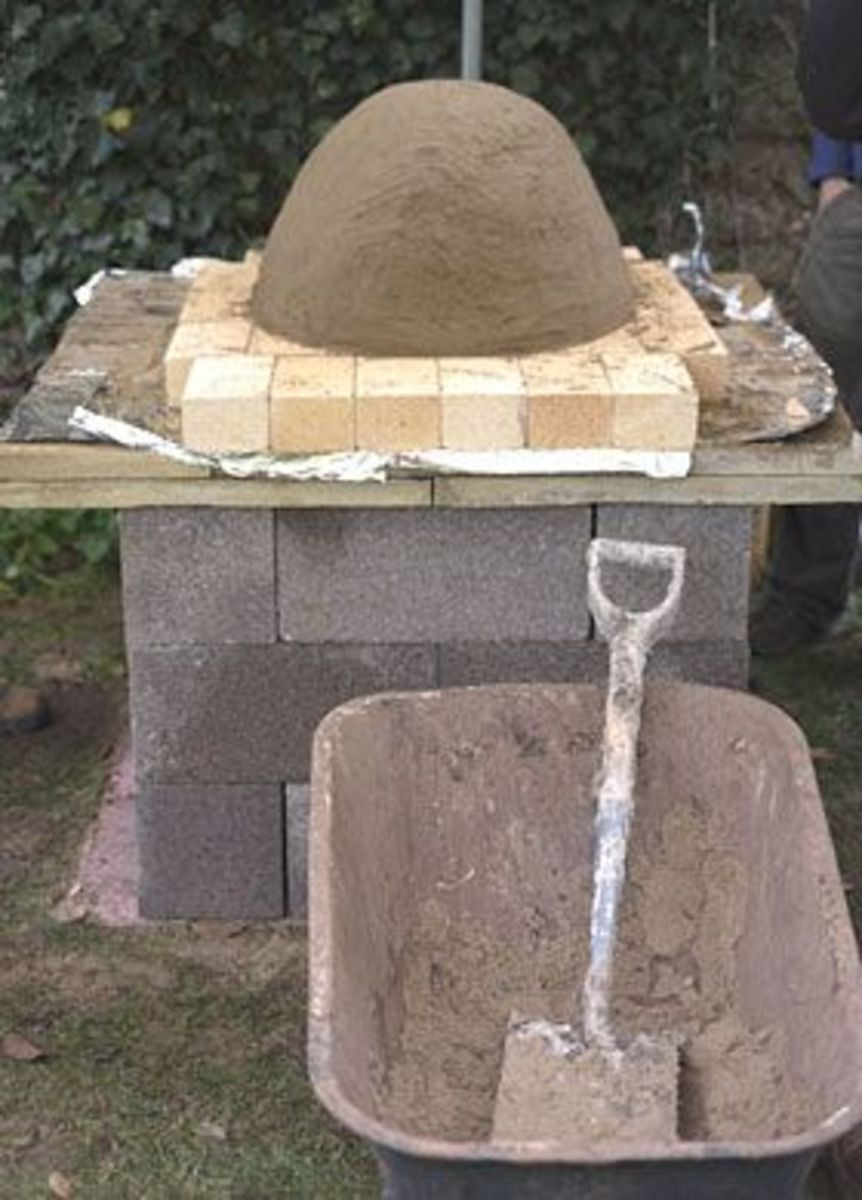 Placing the sand inner mold on the brick base