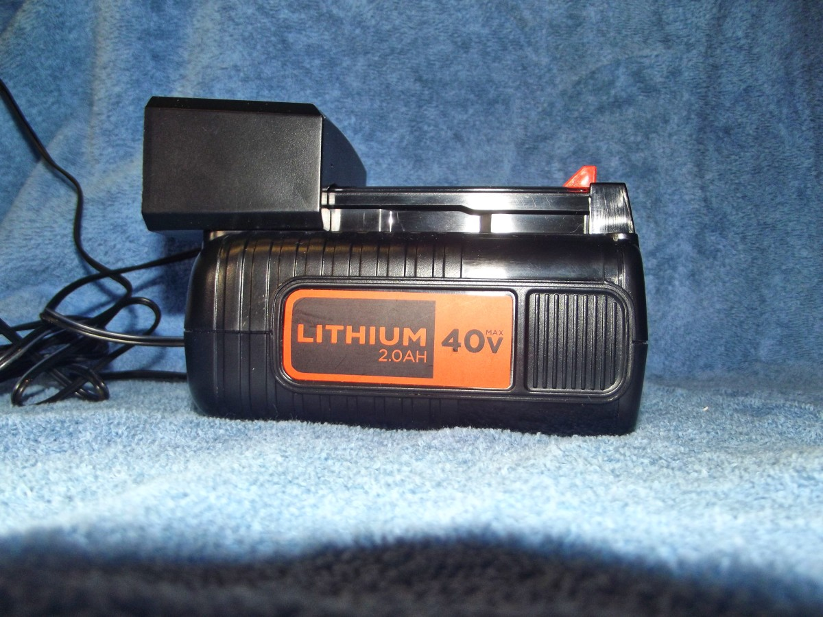 Black & Decker LBX2040 battery connected to  LCS436 charger