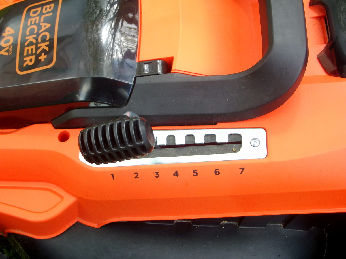 Black & Decker CM2043C height adjustment
