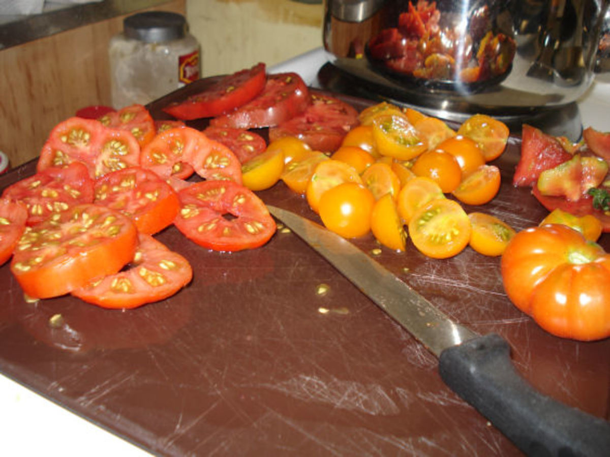 10 Awesome Heirloom Tomatoes for the Newbie Vegetable Gardener