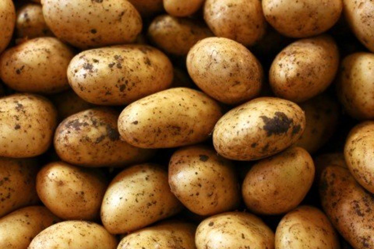 Potatoes can be excellent natural cleaning products for windows and tiles.