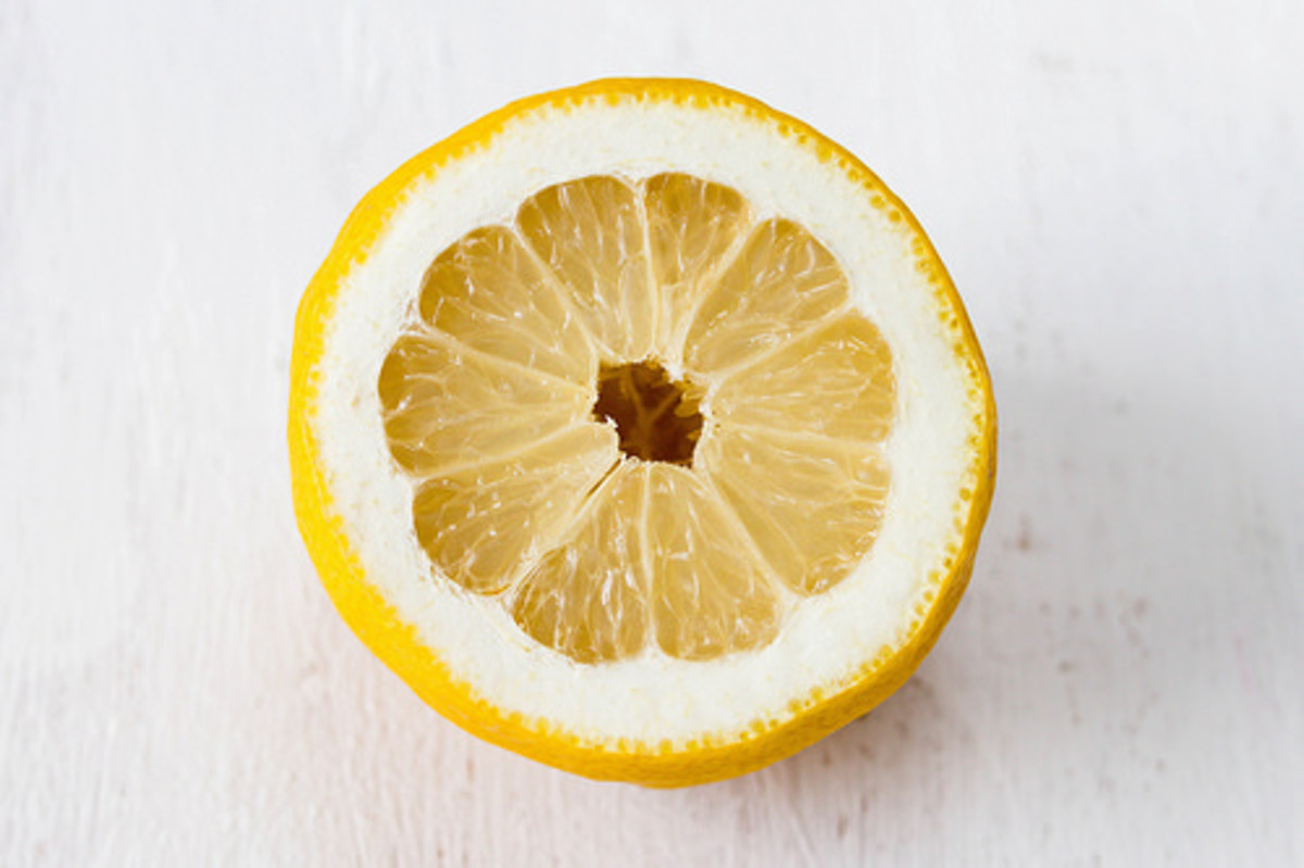 Lemon juice not only cleans, but also disinfects.
