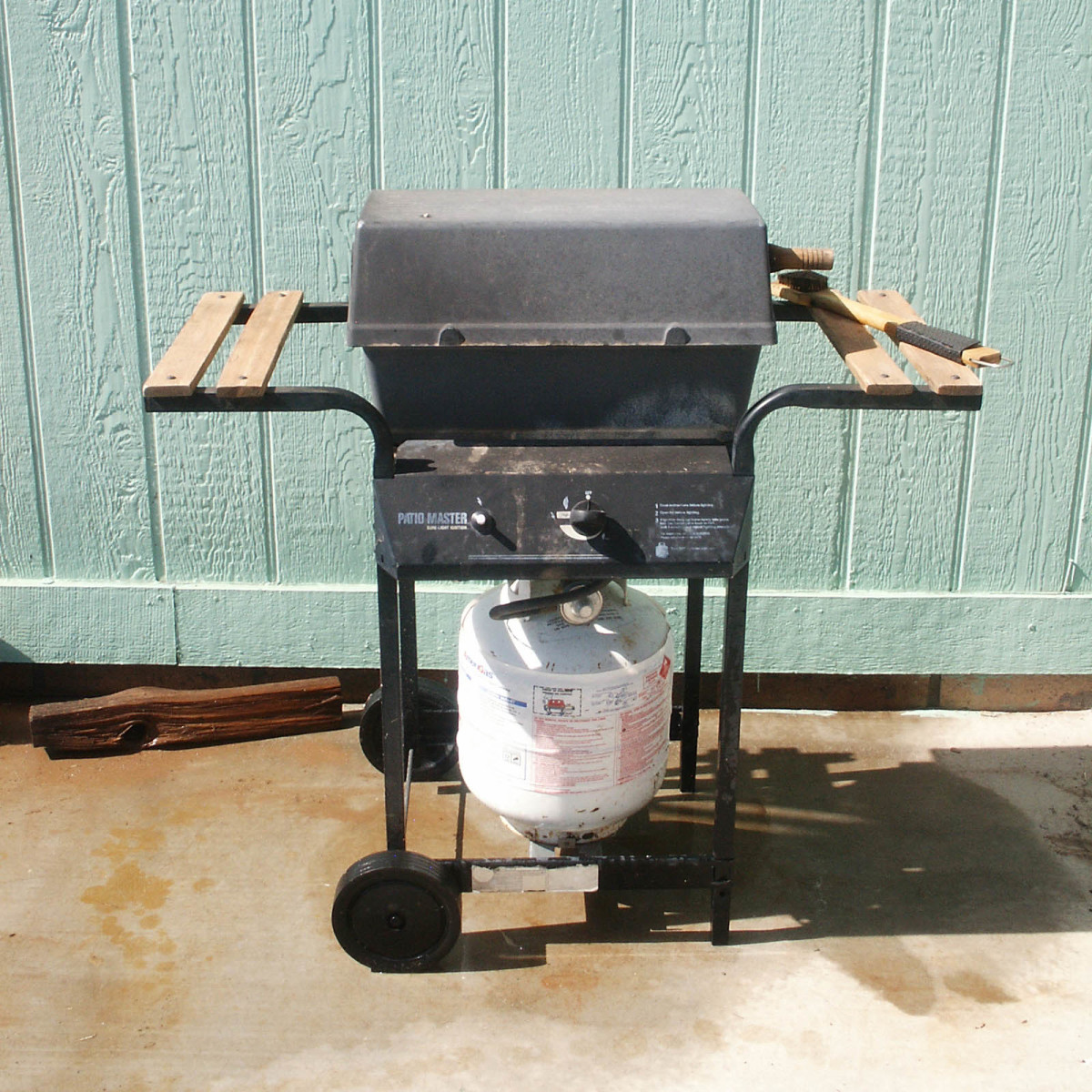Grill for cooking after a hurricane when there is no electric