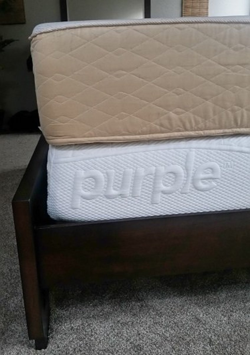 Thickness comparison between my old memory foam mattress (top) against the new Purple mattress (bottom).