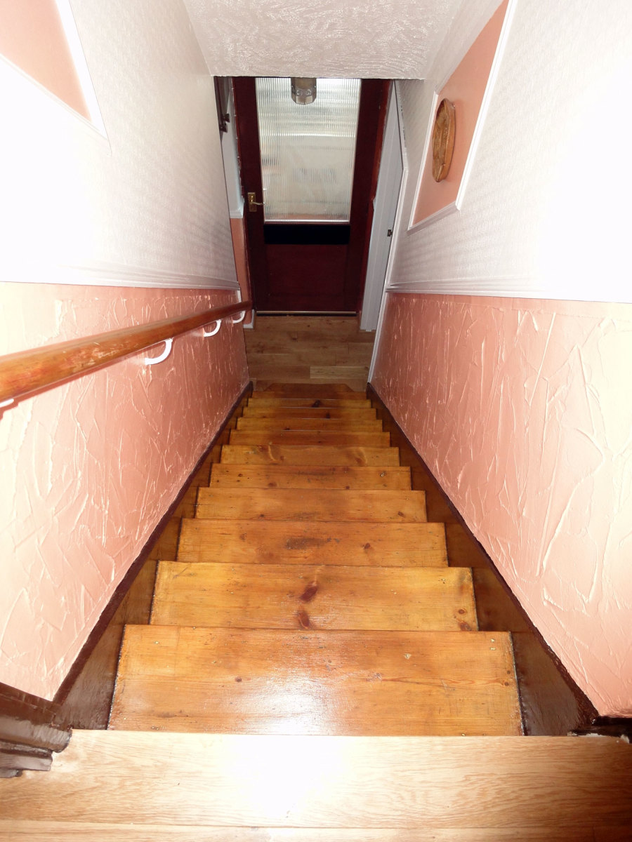 Stairs varnished after the carpets removed