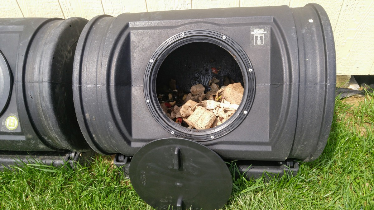 A view of the inside of the composter.  It's important to add both nitrogen and carbon sources.