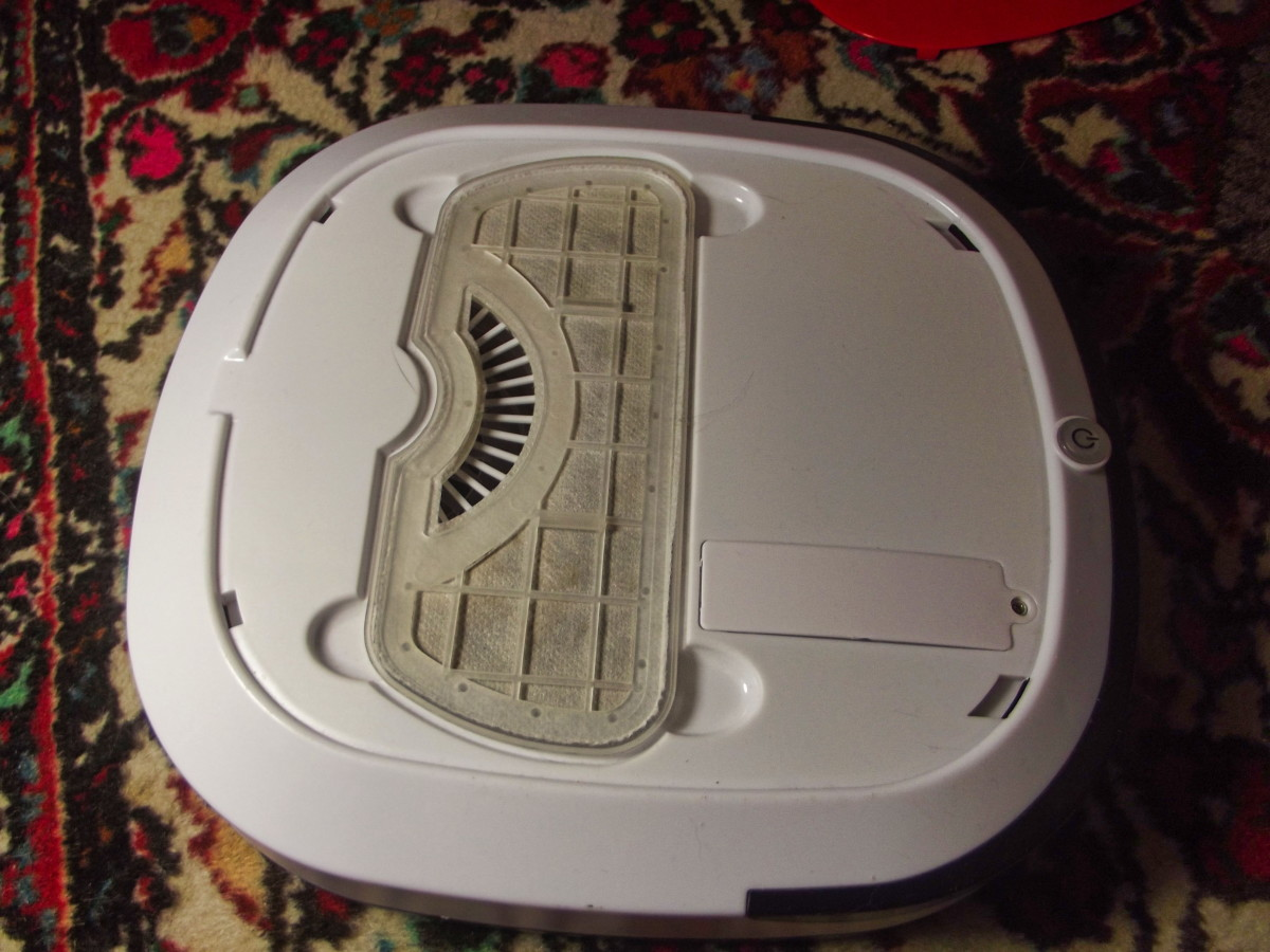 WOHOME Robotic Vacuum Cleaner with top cover removed.  Debris collection box can be easily pulled free