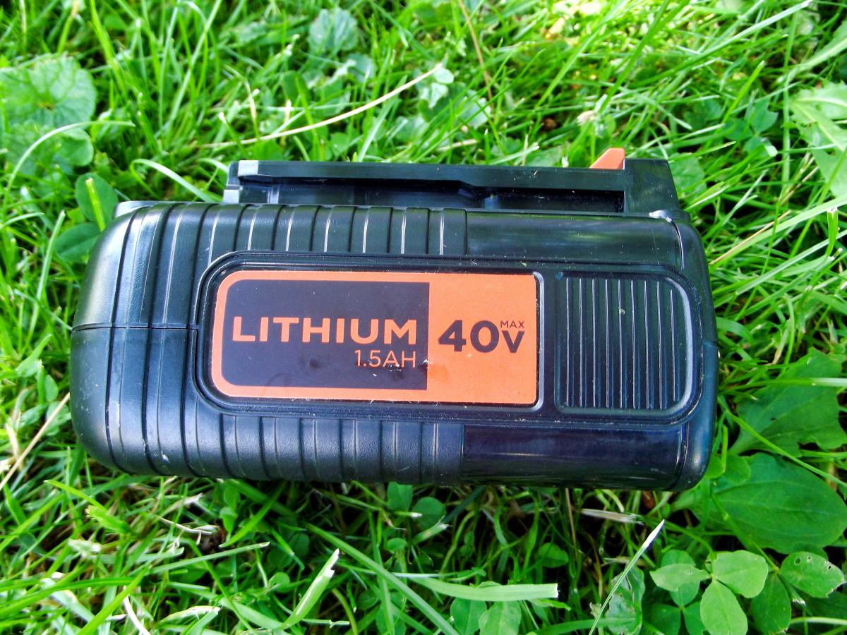 40V battery used in the Black & Decker LST540 Brushless String Trimmer.