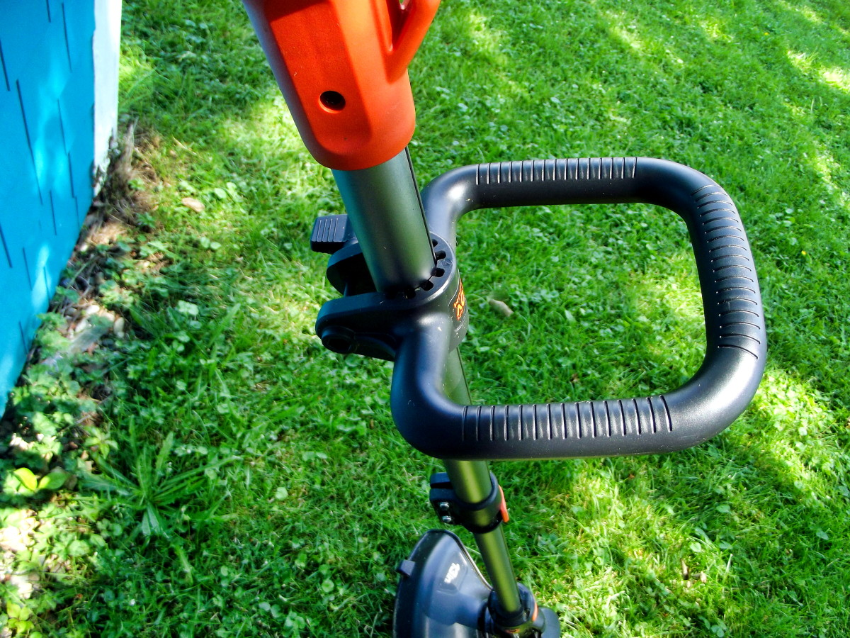 The handle of the Black & Decker LST540 Brushless String Trimmer can be adjusted for comfort.