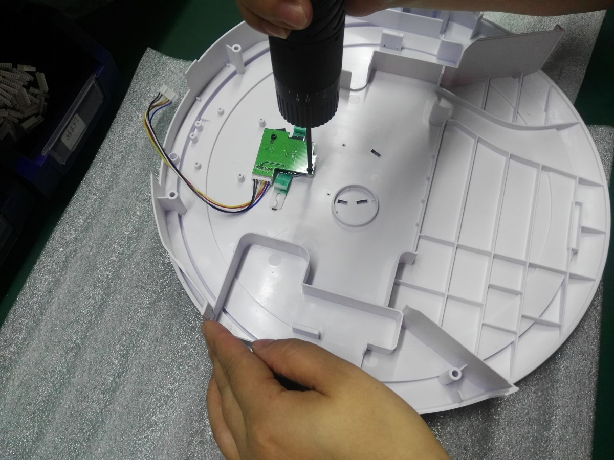 Assembling Vanigo  A3 Smart Robot Vacuum Cleaner