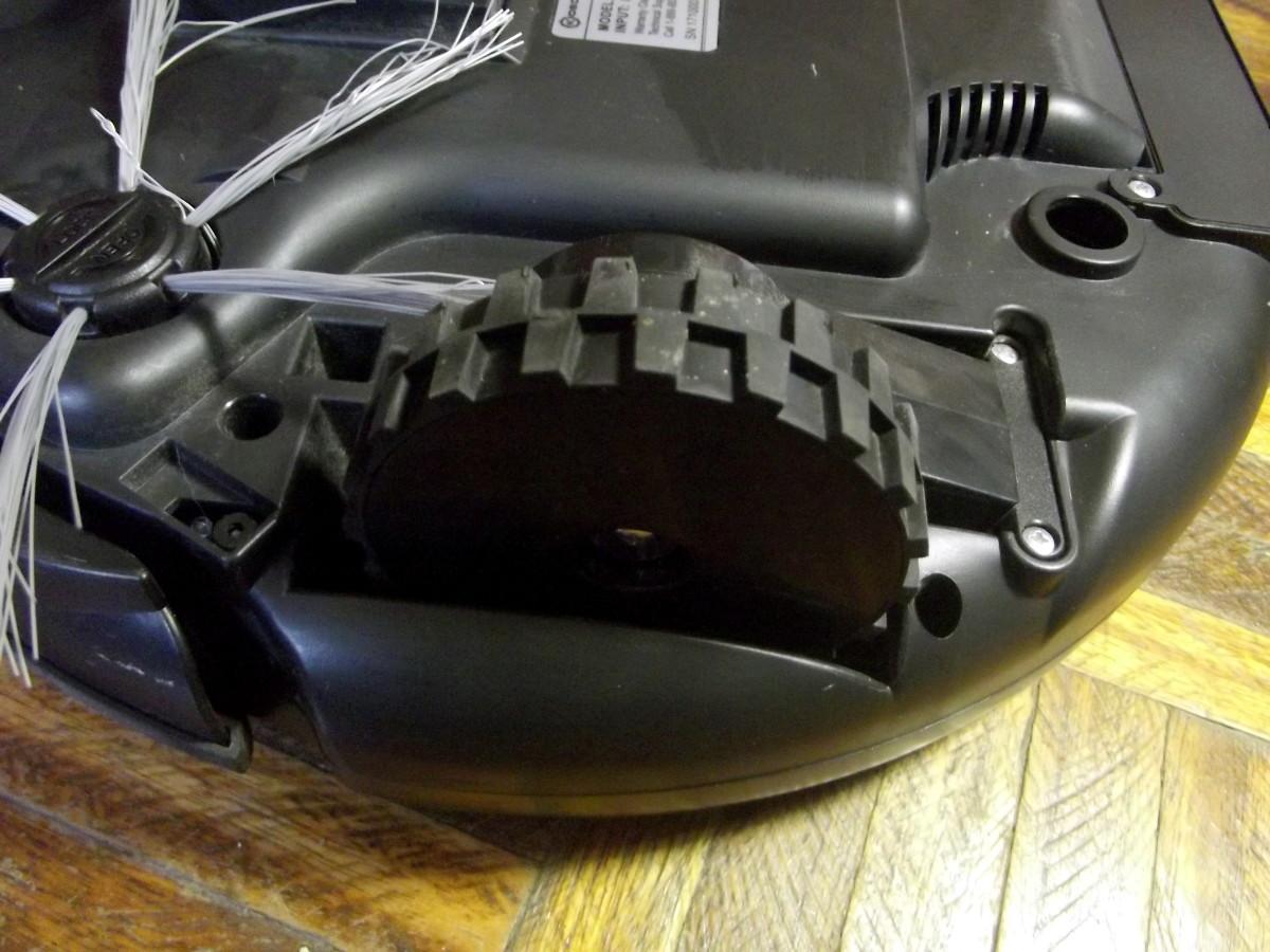 Rubber-coated, spring-loaded wheels of Kobot RV353 Slim Series Robotic Vacuum
