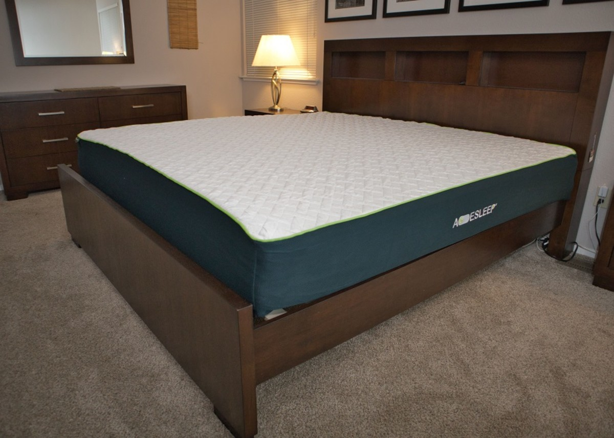 The fully expanded bed is very pleasing to the eye. It's thick and the outer cover appears to be high quality.