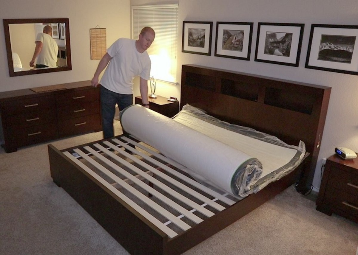 After cutting the first layer of plastic with the included safe cutting device, the bed can now be unrolled. It's still being compressed by one more layer of plastic. Make sure it's right side up!