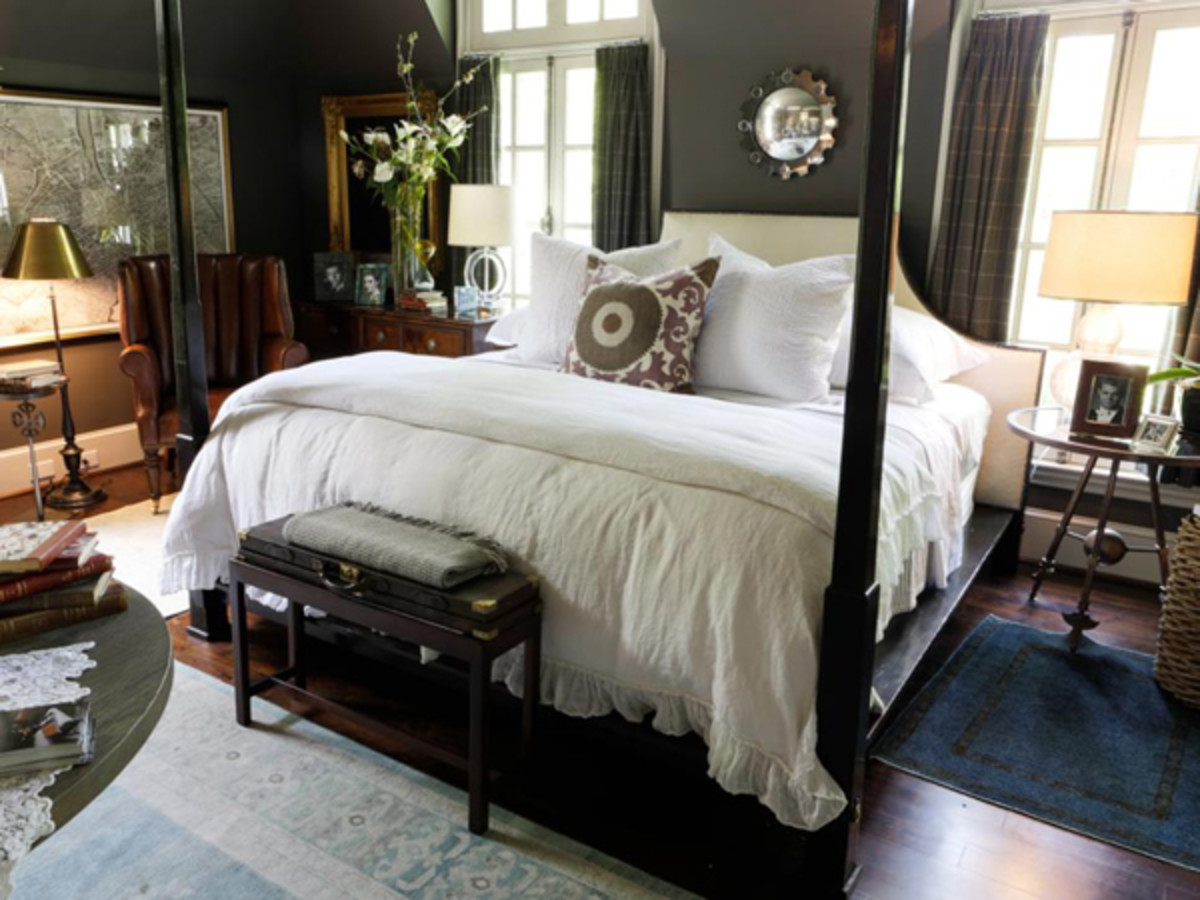 Symmetry gives a traditional room a timeless appearance.