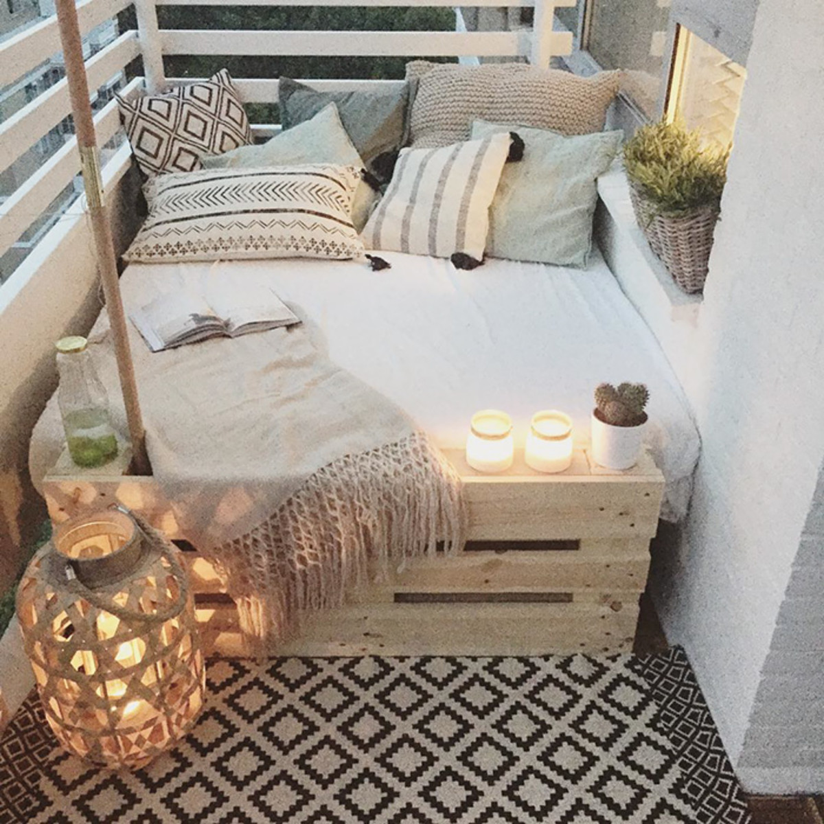 A cozy outdoor living room extends your indoor space.