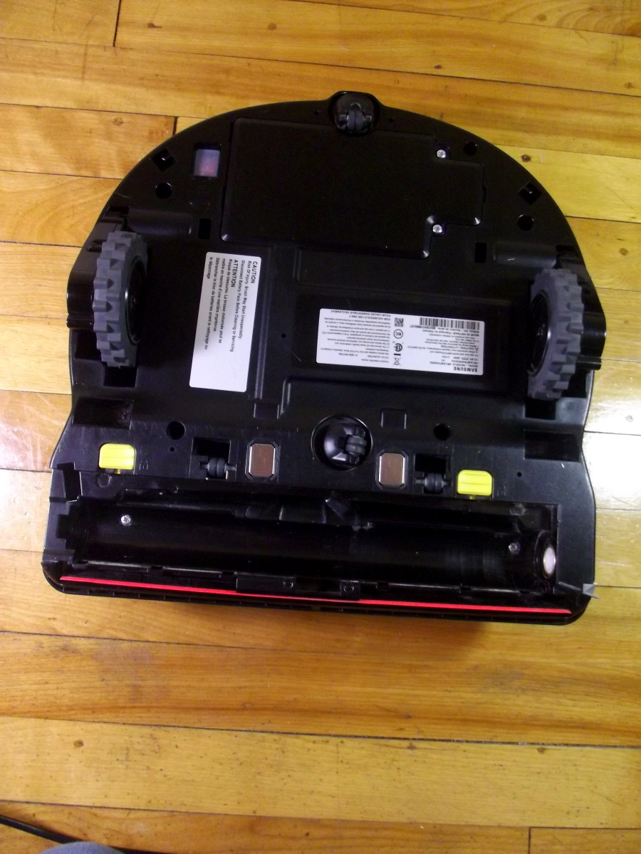 Samsung Powerbot R7040 robotic vacuum with main brush removed