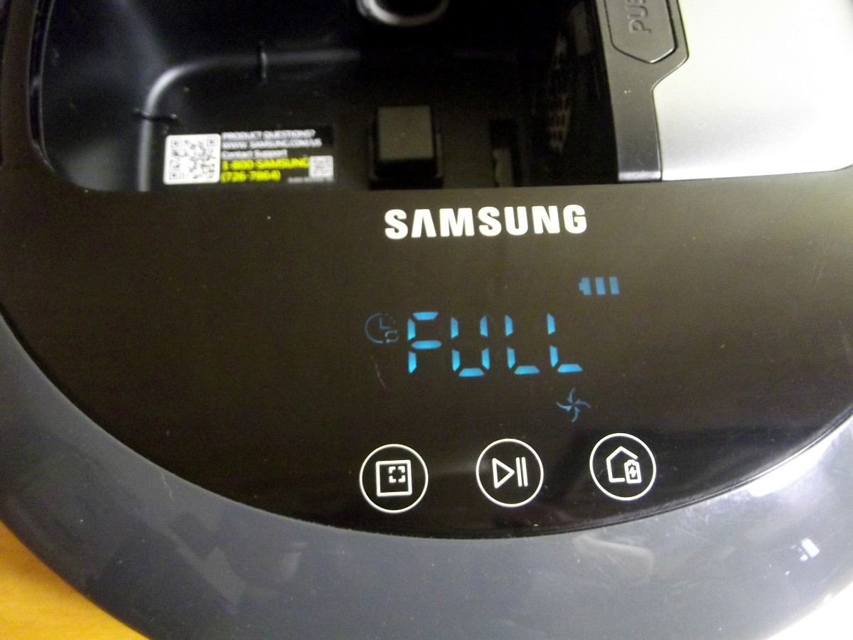 Control panel of Samsung Powerbot R7040 robotic vacuum
