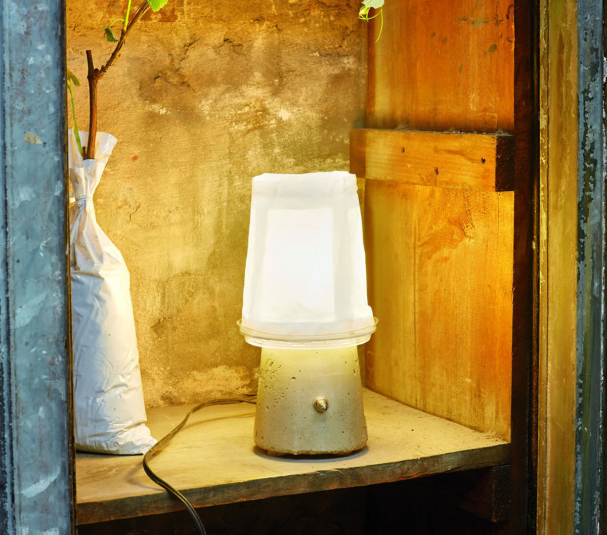 With just a handful of common materials such as yogurt containers and cement, you can make your own DIY yogurt lamp just like this one.