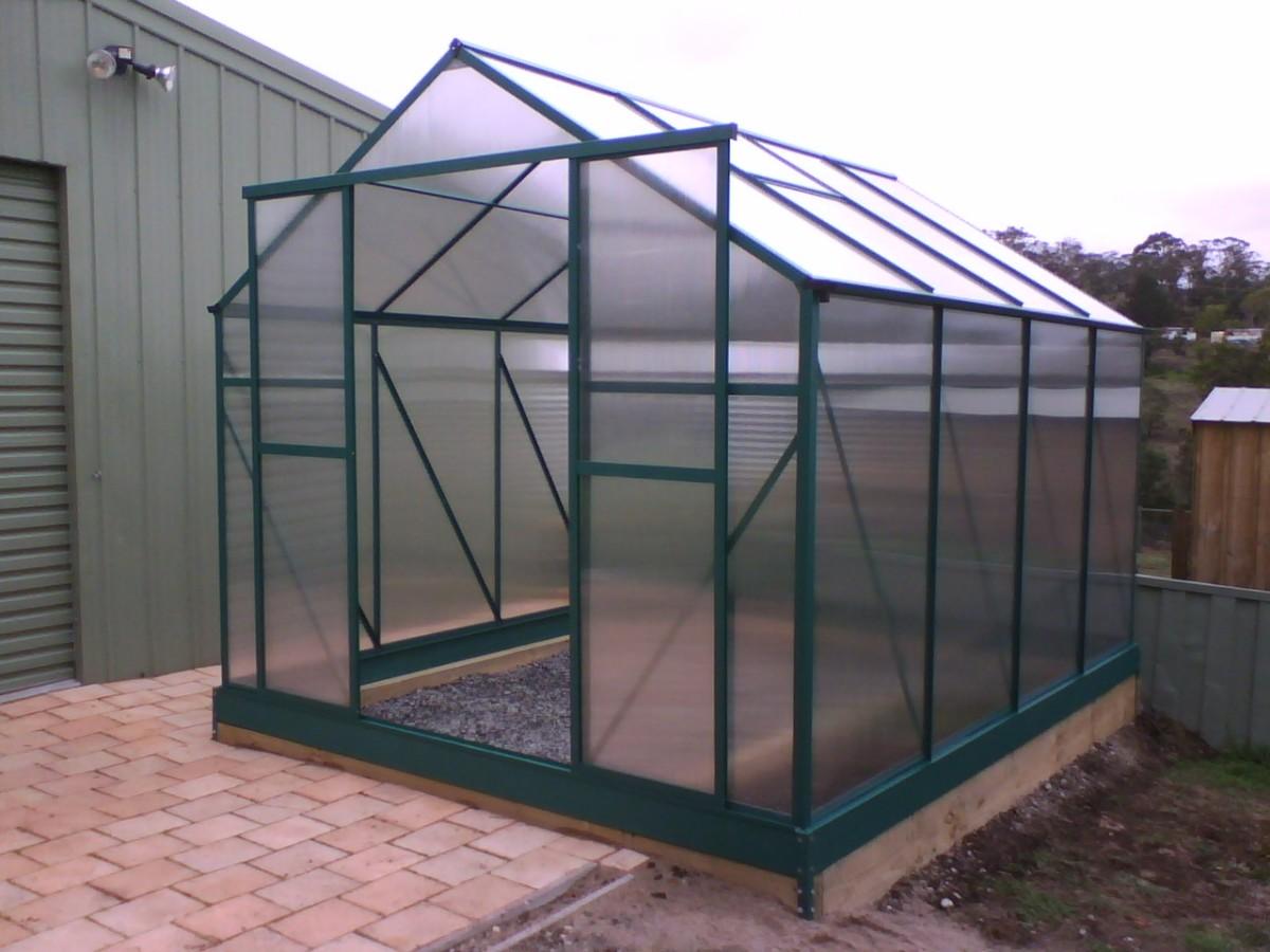 Polycarbonate greenhouse kit to assemble.