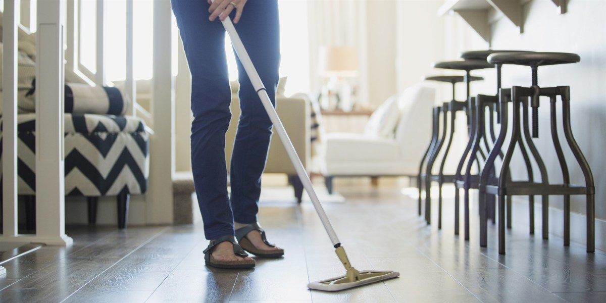 Picking up dust with a microfiber mop is great to clean wood, laminate and tile floors.