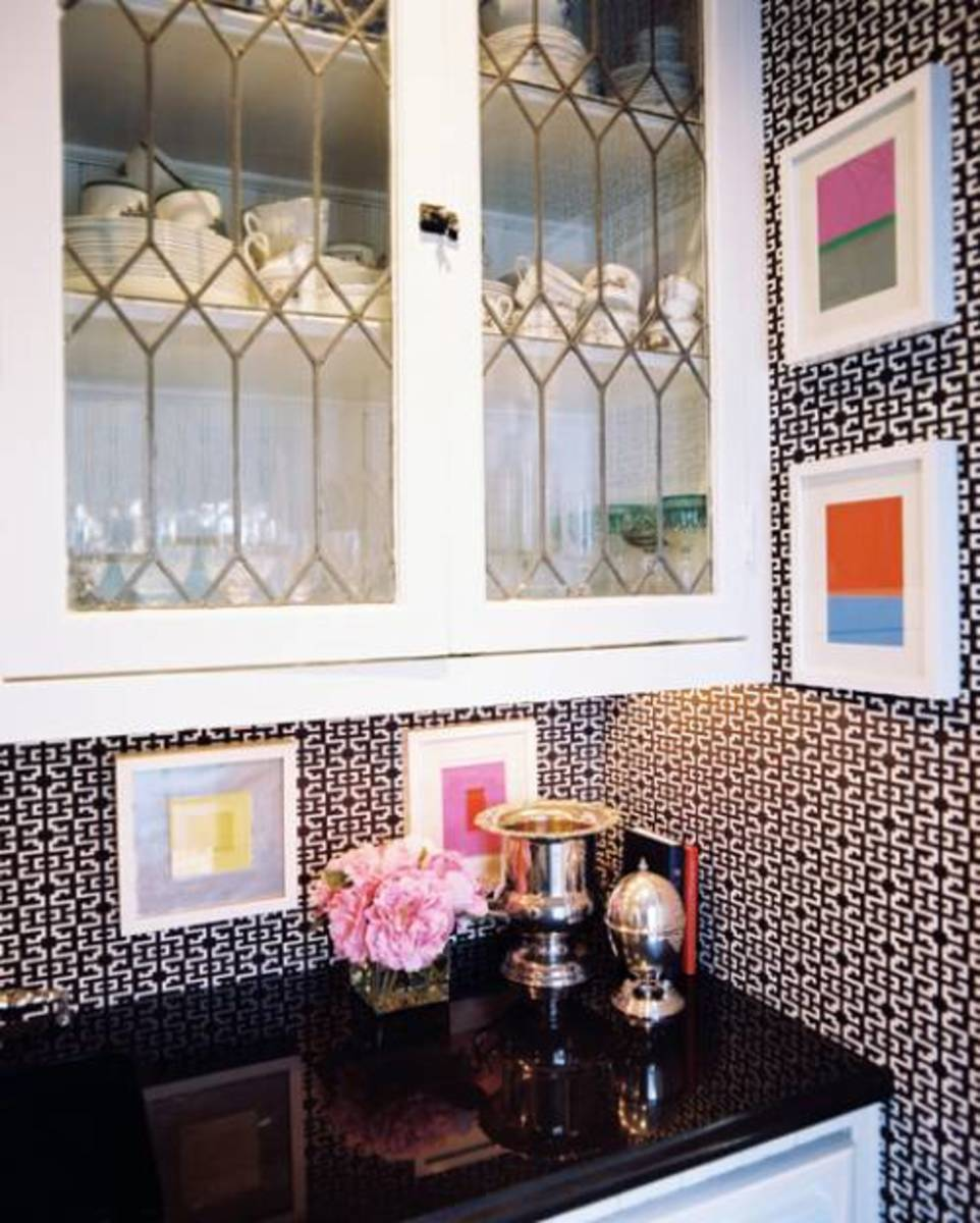 Ideas for Decorating Glass Cabinets in the Kitchen