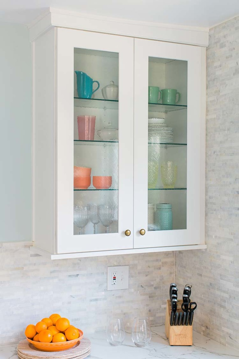 9 Beautiful Decorating Ideas for Glass Kitchen Cabinet Doors ...
