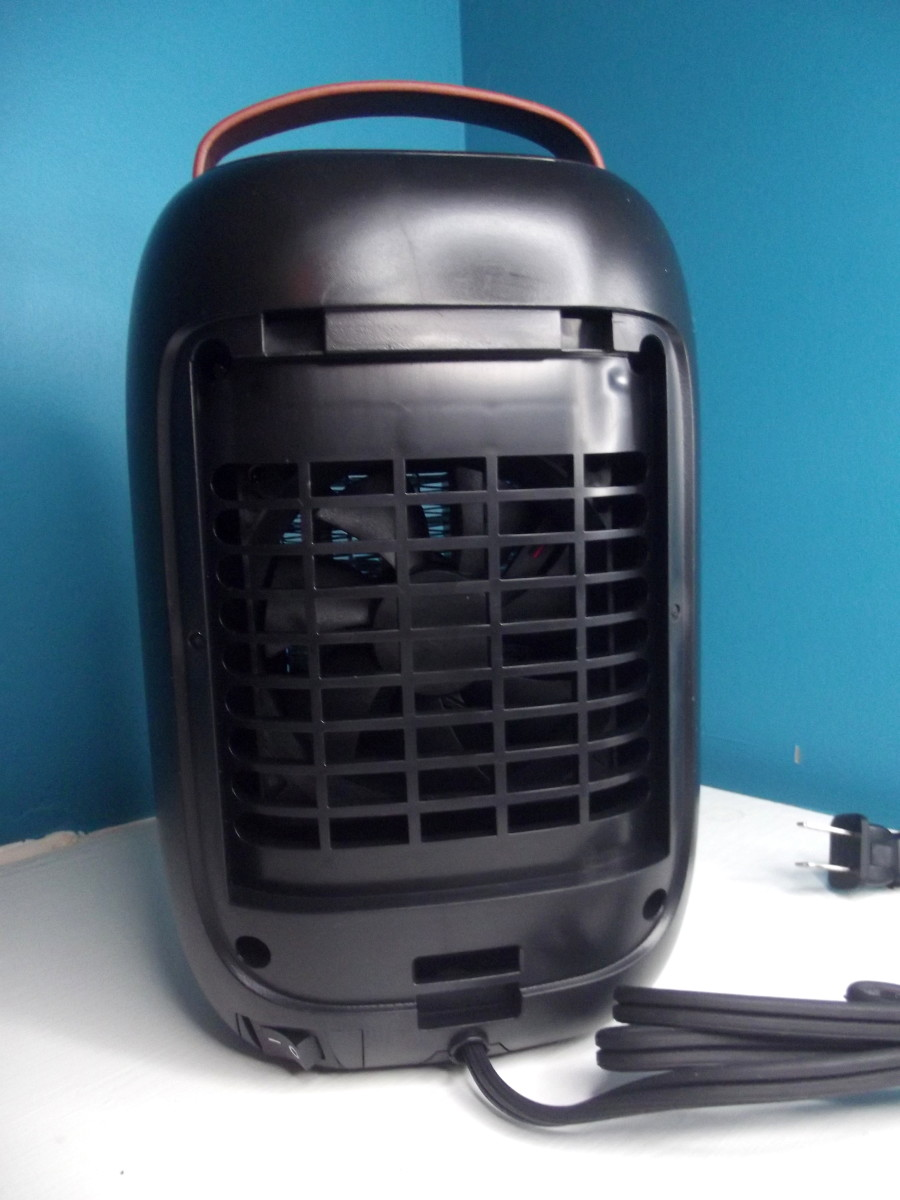 Slaouwo Space Heater with rear cover and filter removed.