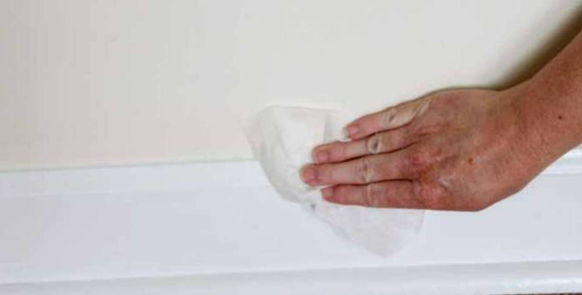 Use cleaners or warm water to remove dust and dirt from the baseboards.