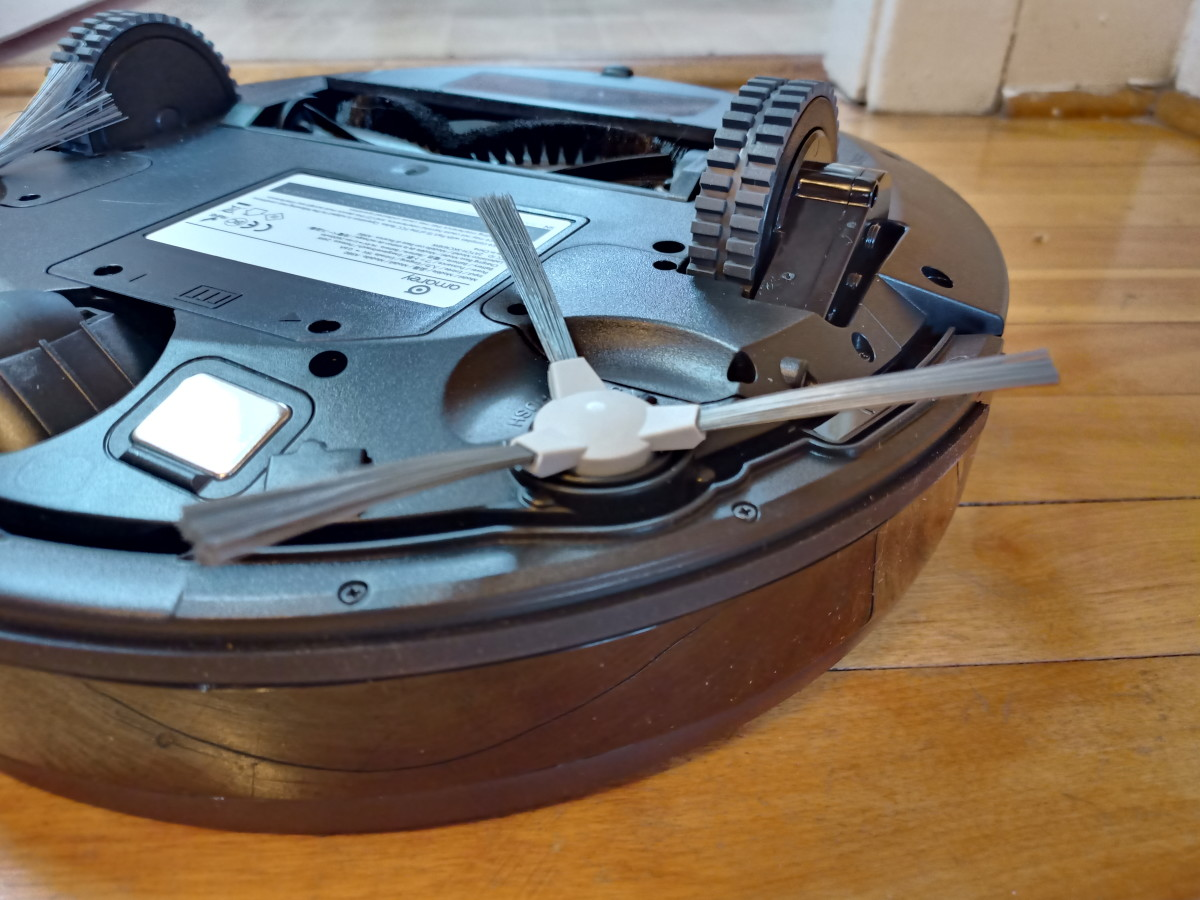 Side brush of Amarey A980 Robotic Vacuum Cleaner