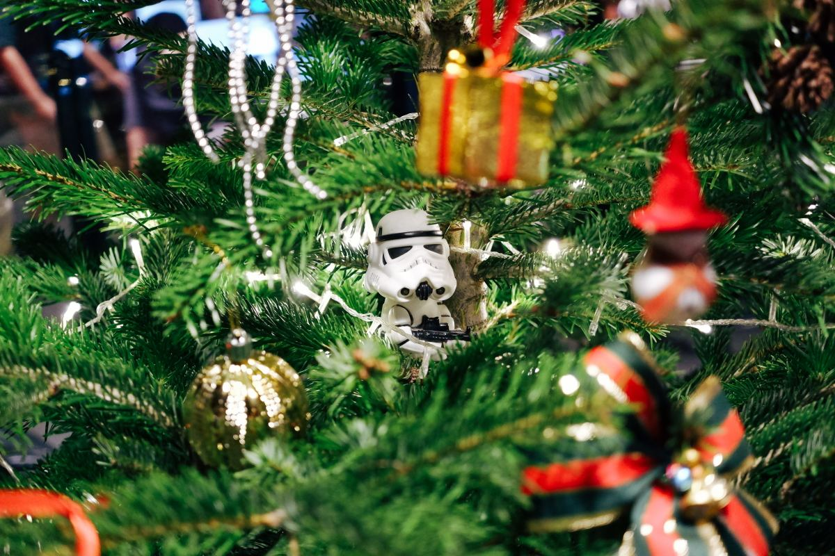 unconventional-christmas-movie-favorites