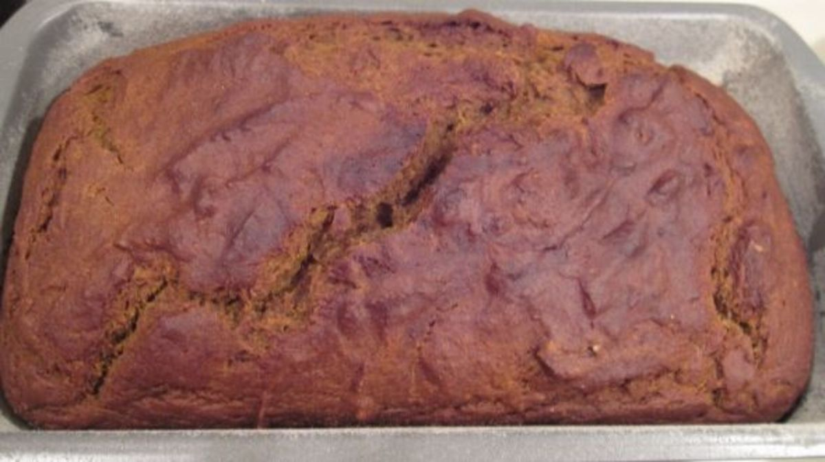 How to Make Pumpkin Bread in 4 Easy Steps