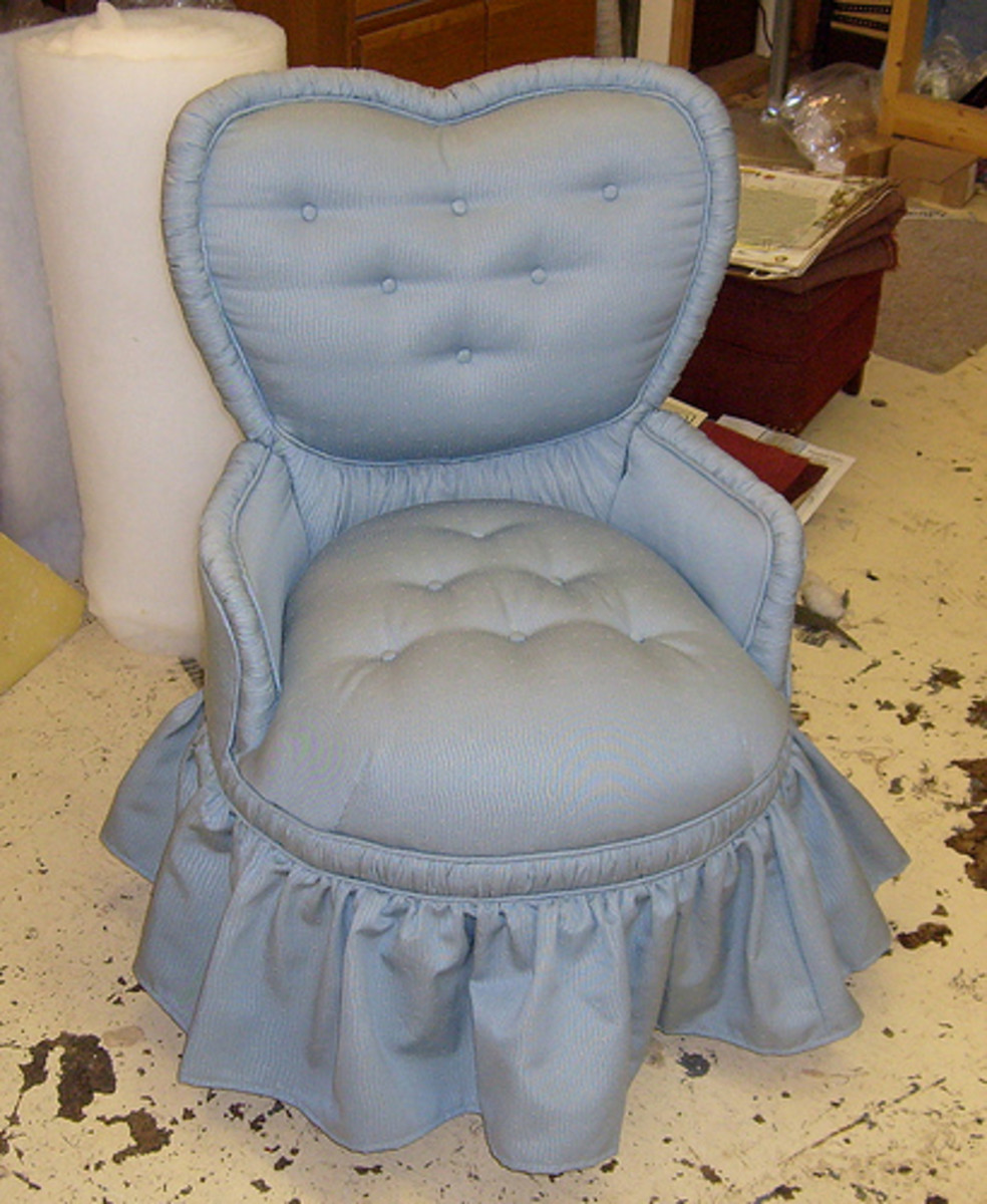 Upholstered chair, tufted