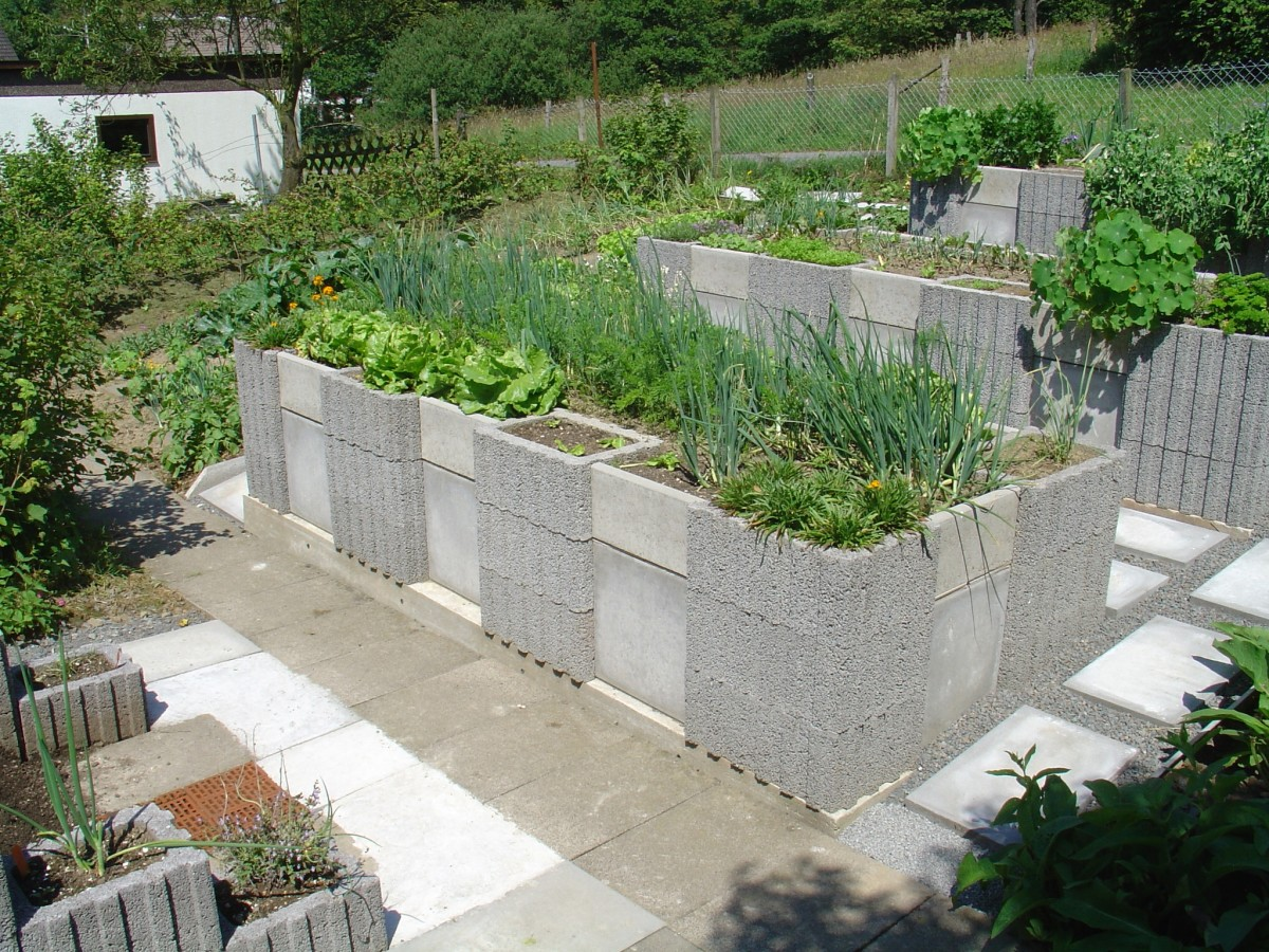 An outstanding raised garden design that doesn't stress knees and back.
