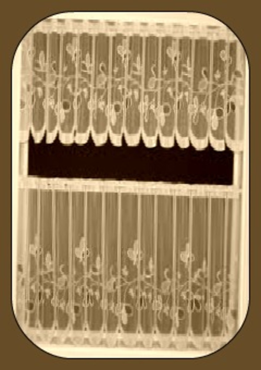 Lace cafe curtain with same-self valance