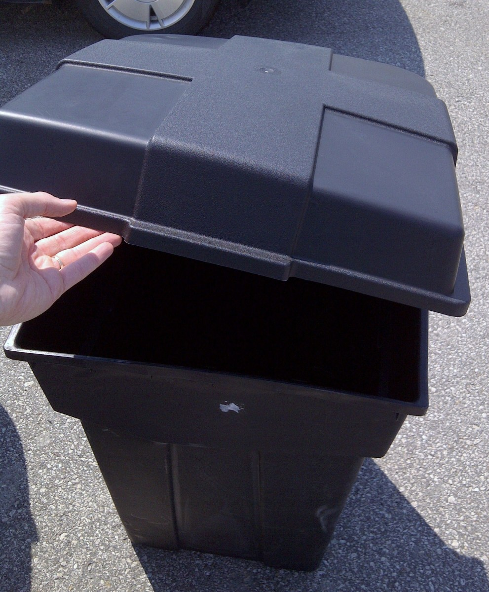Garbage Can with Hinged Lid