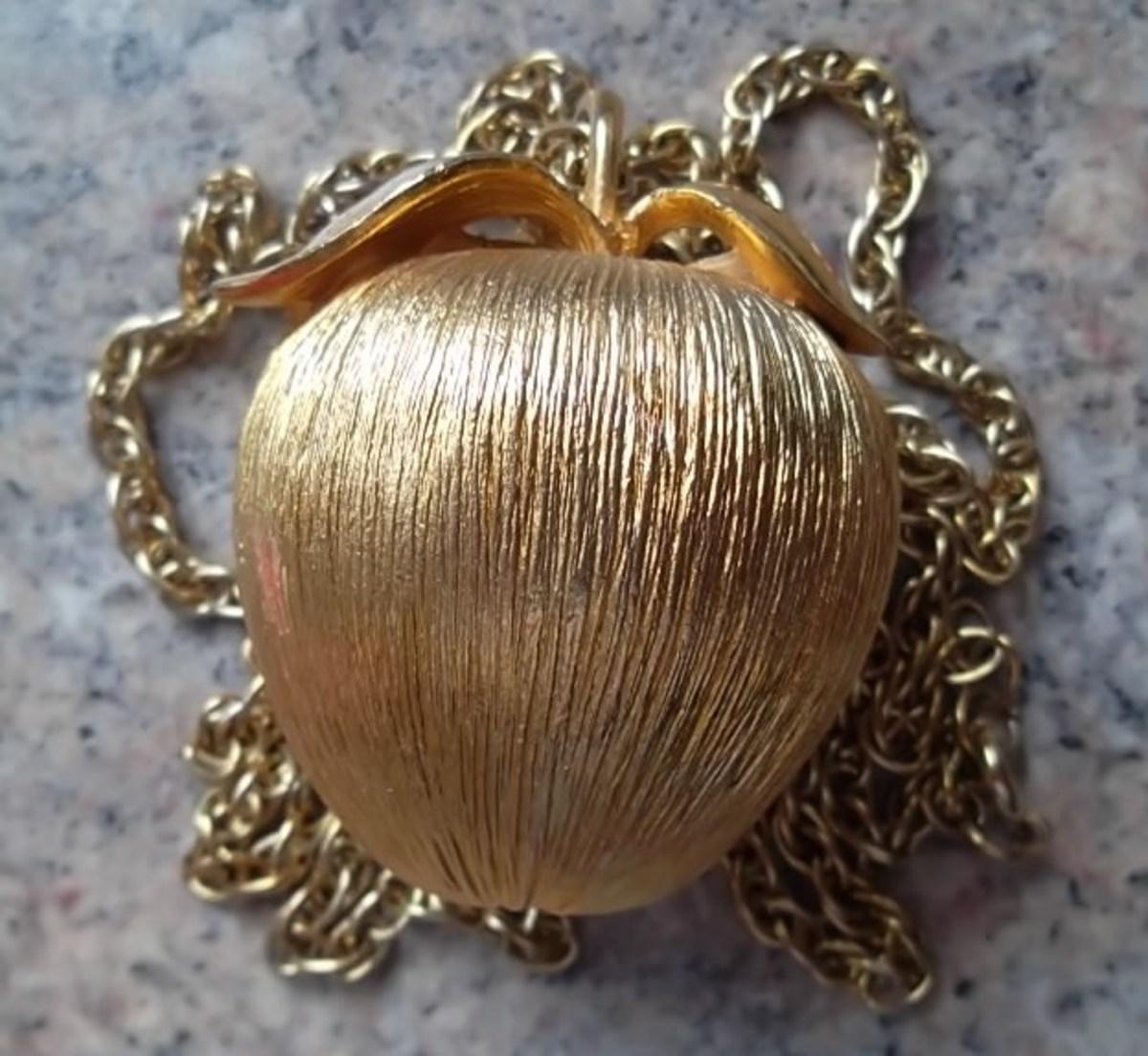 The golden apple pomander