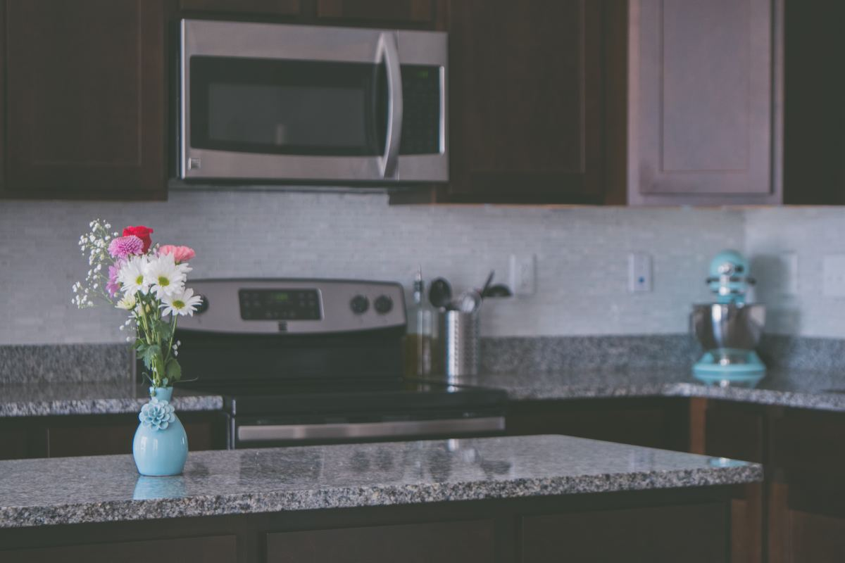 natural-home-deodorizing-tips-for-every-room