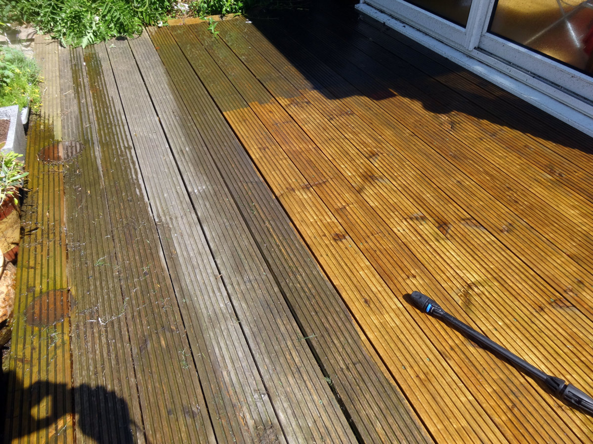 Cleaning Decking with the Pressure Washer