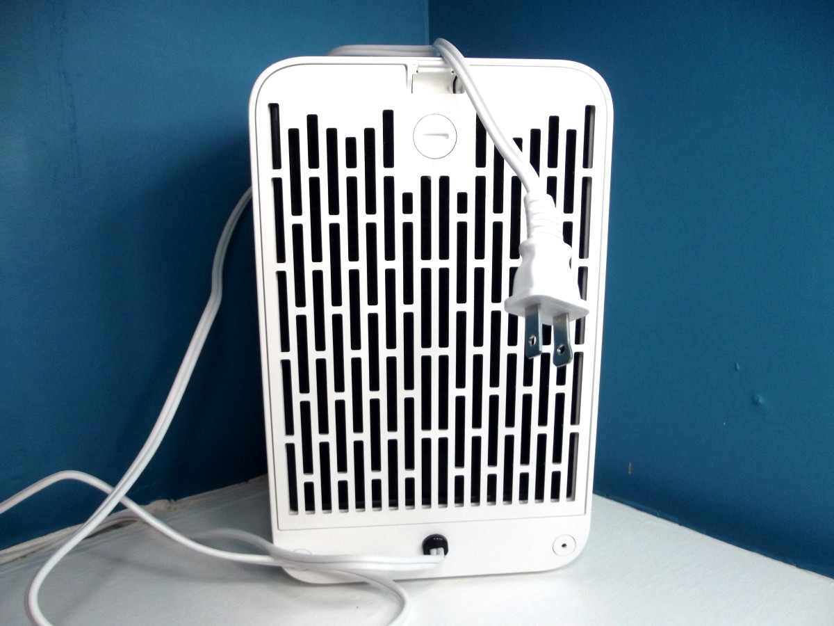 Back of Levoit LV-H126 personal air purifier.