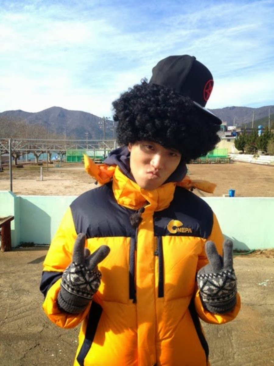 "Kang Gary and his ""mother of hiphop"" look"