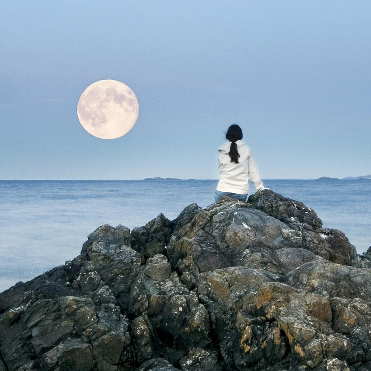 Full moon by the Ocean