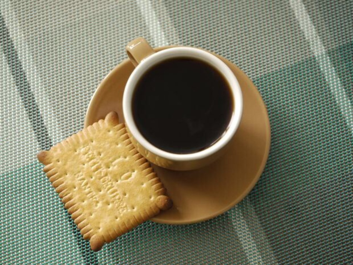 Coffee may increase ulcer pain, although this is a controversial idea. Foods and beverages should be avoided only if a person finds that they worsen pain.