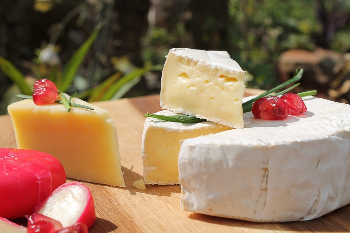 Full-fat cheese is part of the ketogenic diet.