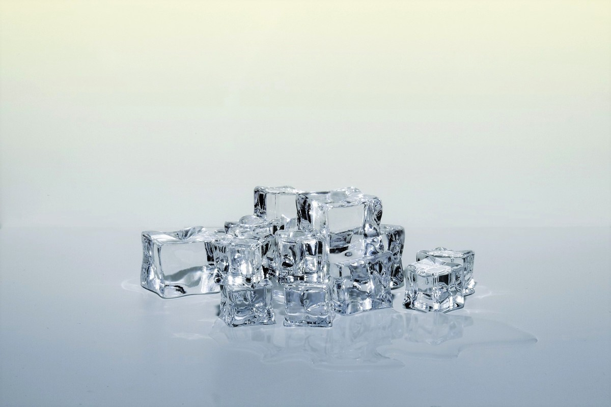 Ice cubes should be broken into small pieces or shavings before entering the mouth.